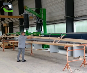 Manutention de planches de bois